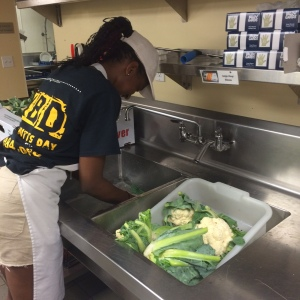 Womens Lunch Place MLK Summer Scholar photo washing veggies